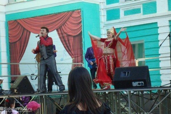 Празднование Курбан-байрама на площади перед Башкирской филармонией, Уфа