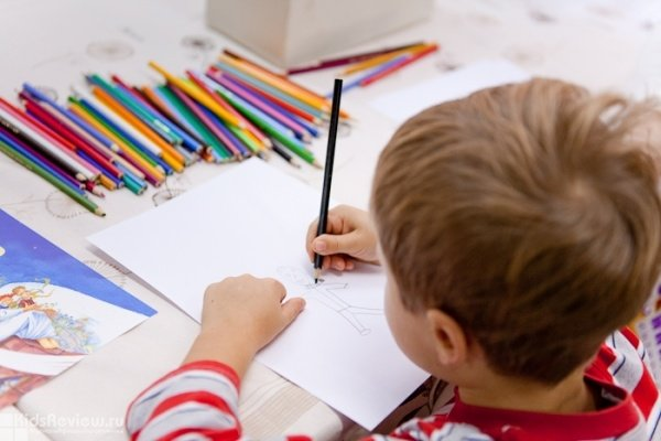 """Рисование портретов - анимация для детей в кафе """"Хачапури"""" на Киевской"""