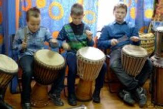 """Мастер-класс по игре на барабанах для детей 8-15 лет в """"Школе африканских барабанов"""", Москва"""