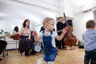 """Концерт джаза и свинга с Full Moon Jazz Band для родителей с малышами от проекта """"Вместе с мамой"""" в Кривоколенном переулке, Москва"""