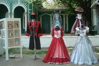 """Выставка старинных костюмов в парке """"Ривьера"""", Сочи"""