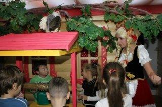 """""""Двенадцать месяцев"""", спектакль для детей от 5 года до 9 лет в театре-музее """"Зазеркалье"""", Уфа"""