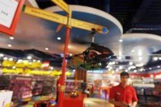 """Стрит-рейсинг и профессиональный пилотаж в магазине игрушек Hamleys (""""Хэмлейз"""") в ТРЦ """"Европейский"""", Москва"""