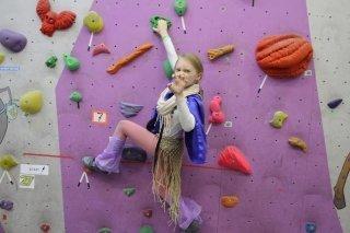 Новогодние тренировки и мастер-классы для детей от 6 до 11 лет на скалодроме Limestone, Москва